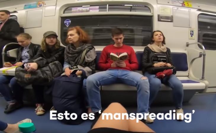 activista rusa tira cloro a los hombres