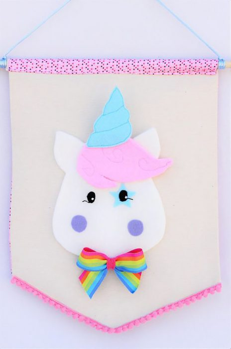 banderilla de unicornio de colores