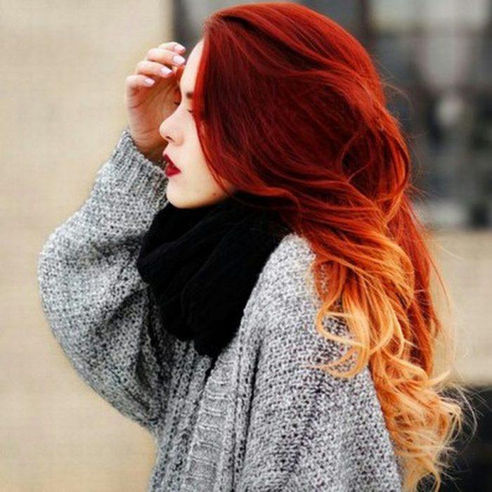 cabello Rojo fuego con las puntas rubias