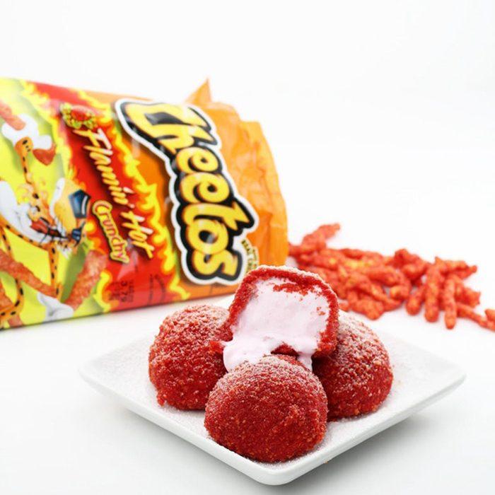 Helado frito con cubierta de Cheetos