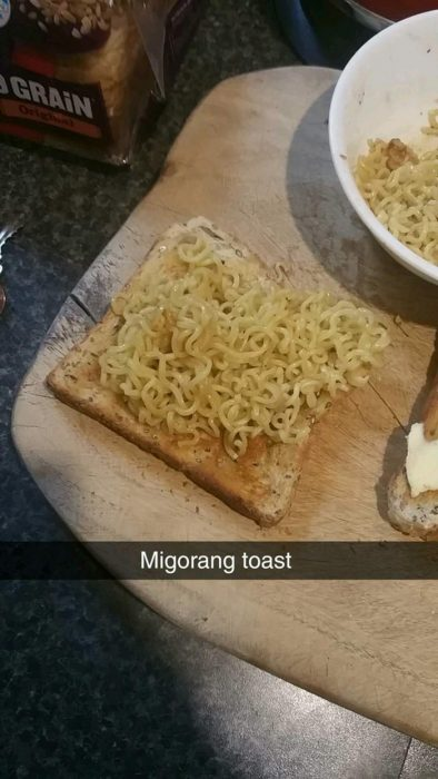 pan tostado con fideo