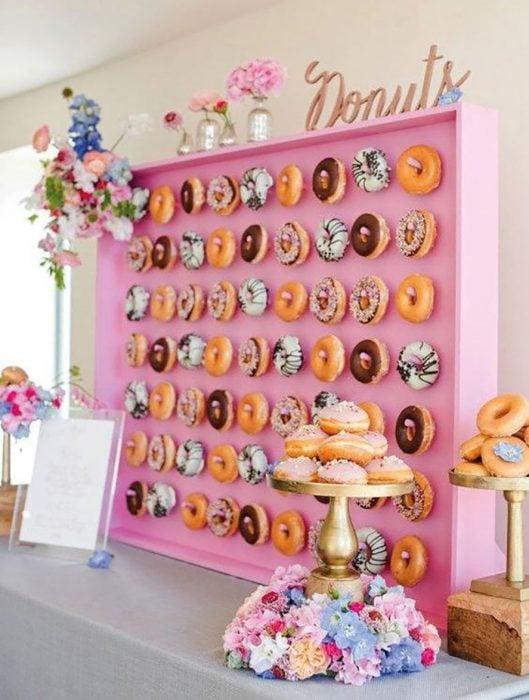 Muro de deliciosas donuts