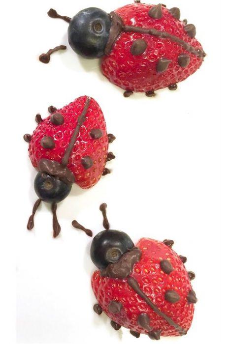 mariquitas hechas de fresas
