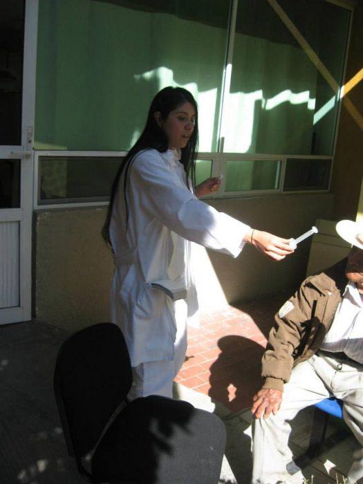 médicos salvan a un cachorro