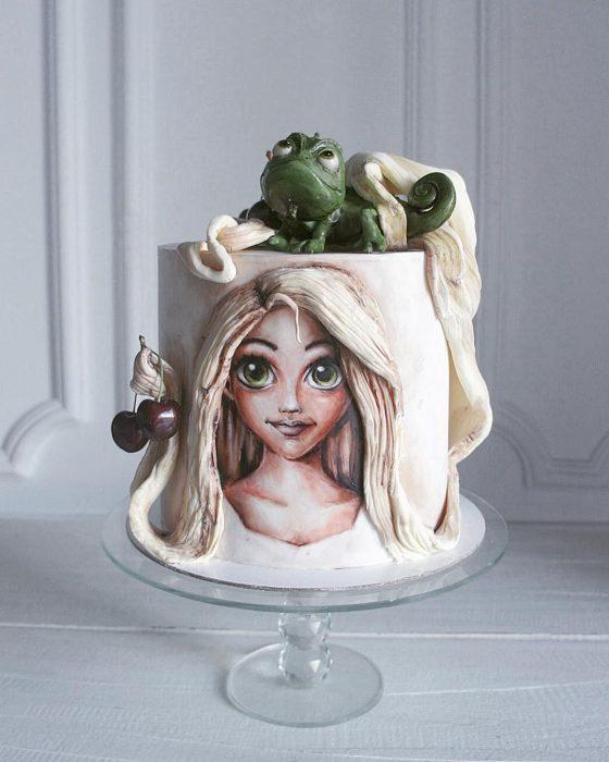pastel de Rapunzel y Pascal