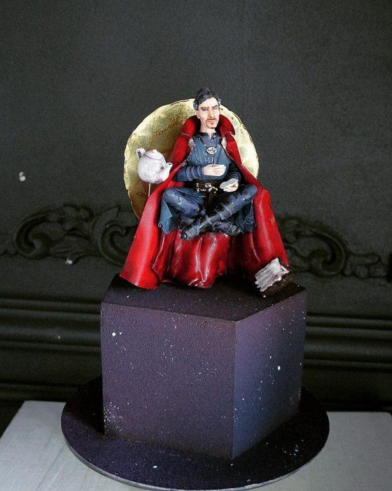pastel de Dr. Strange tomándose un tecito
