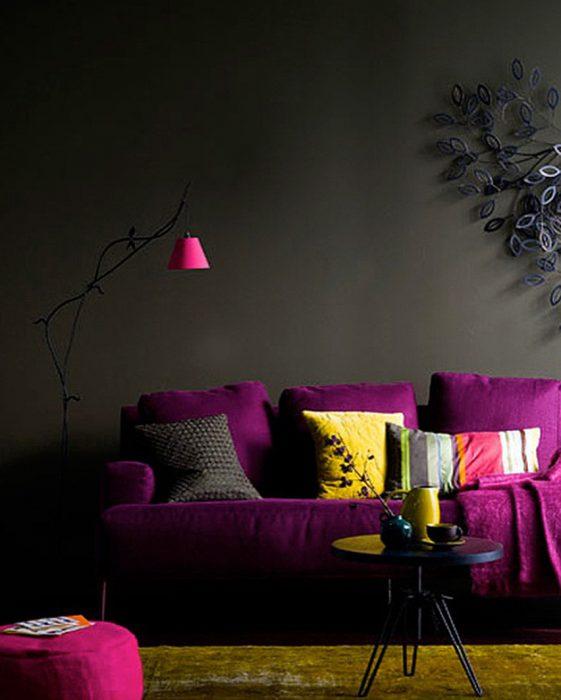 sofá violeta