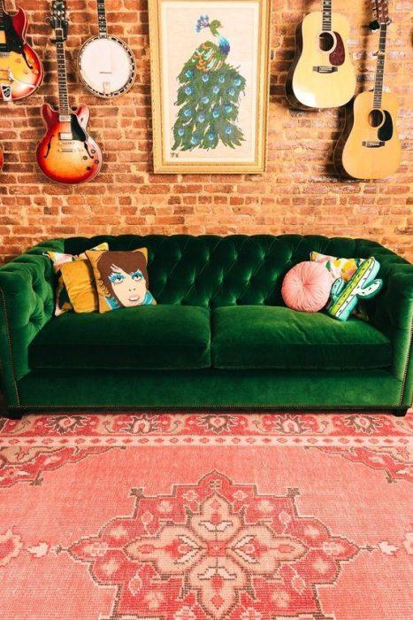 sillón verde de terciopelo