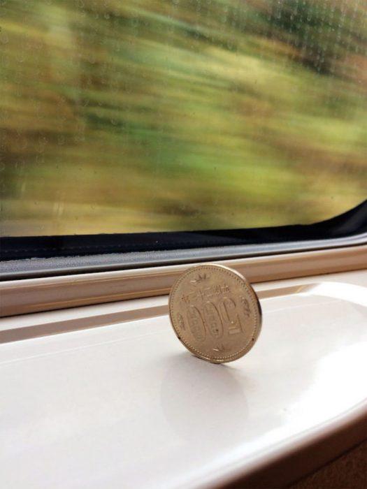 moneda tren bala