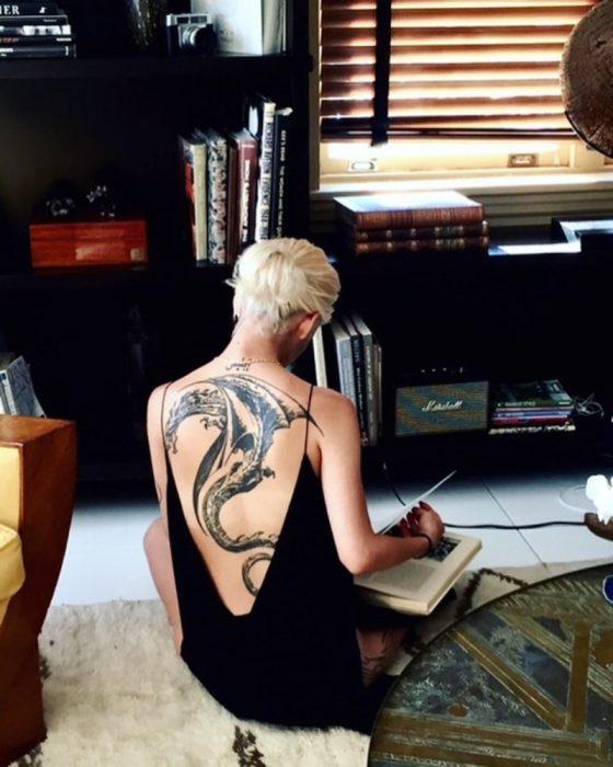 tatuaje de dragón espectacular
