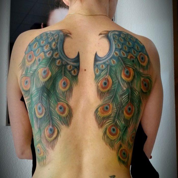 tatuaje de espalda alas