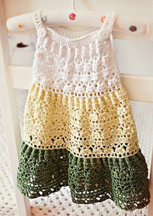 vestido tejido de colores