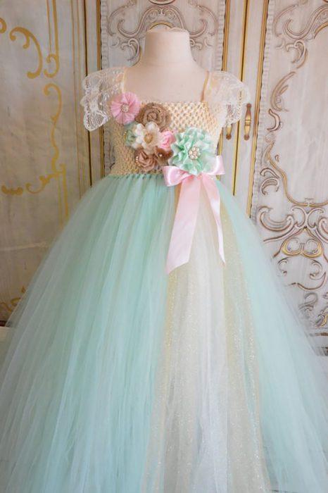 vestido tejido con flores de listones