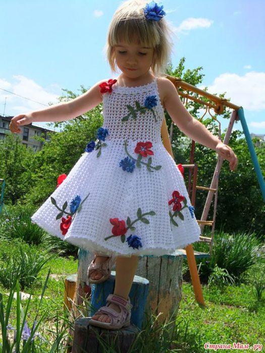 vestido bordado con flores