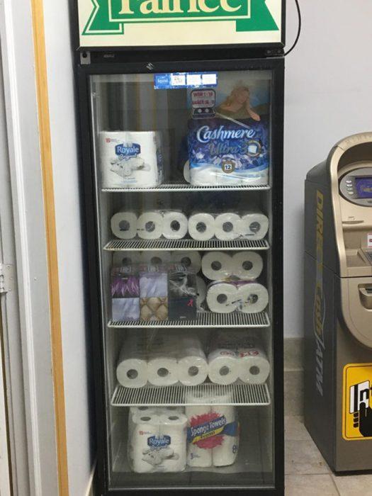 papel de baño en refrigerador