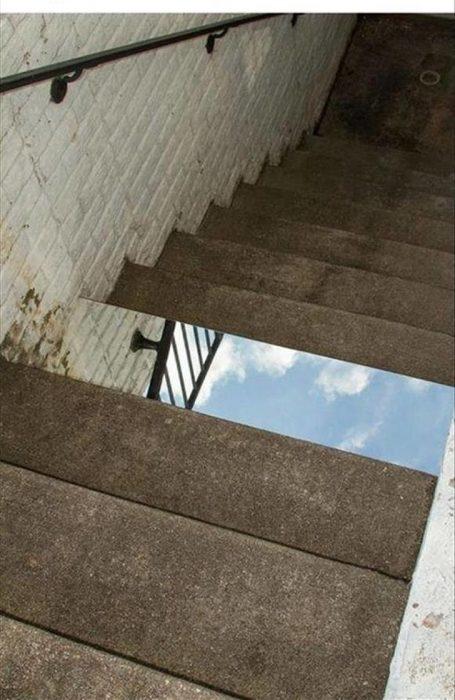 escalera con espejo