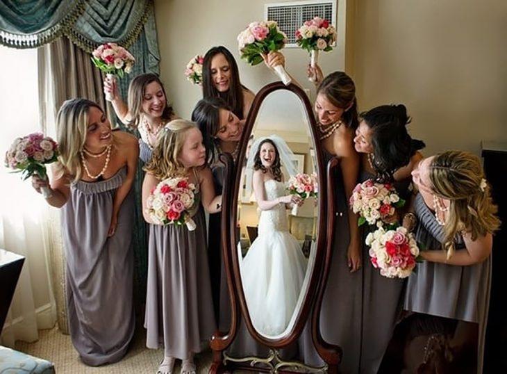 reflejo de la novia en el espejo