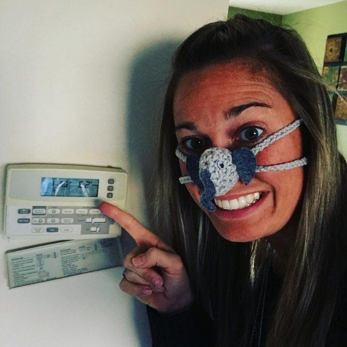 enfermera con calentador de nariz