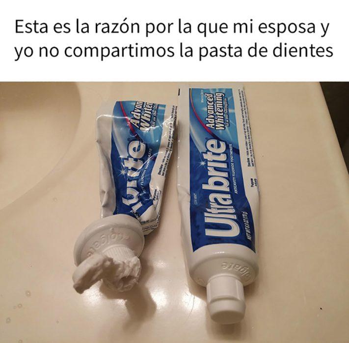 dos pastas de dientes