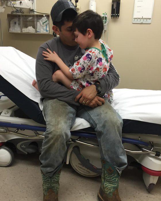 paá con su hijo en el hospital
