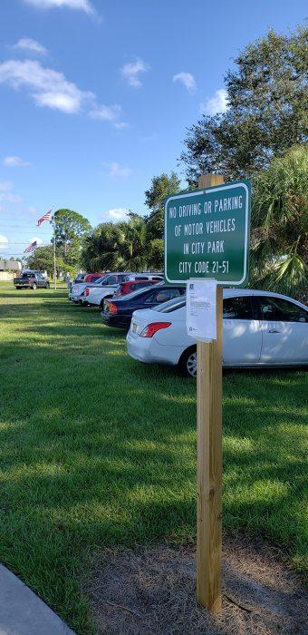 aparcan en parques