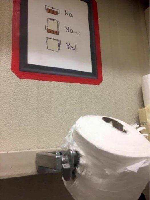 papel de baño mal puesto