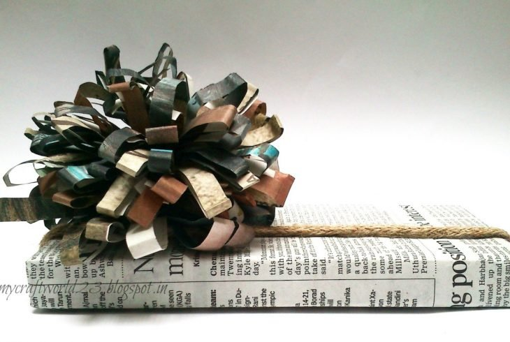 envoltura de regalo con papel periódico