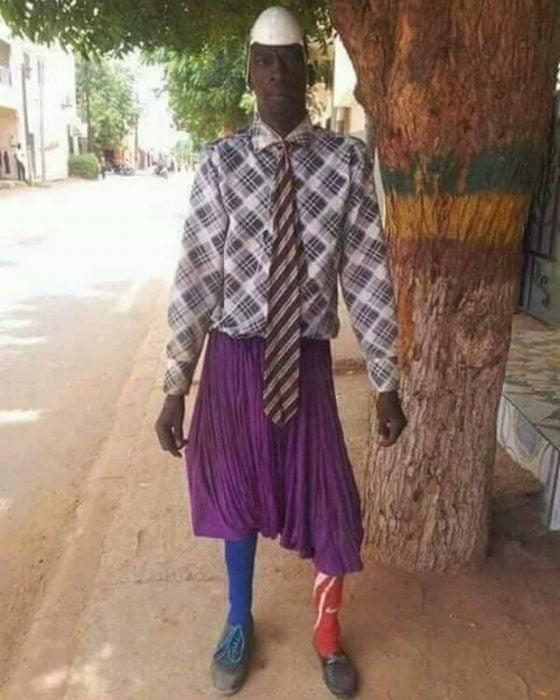 hombre mal vestido