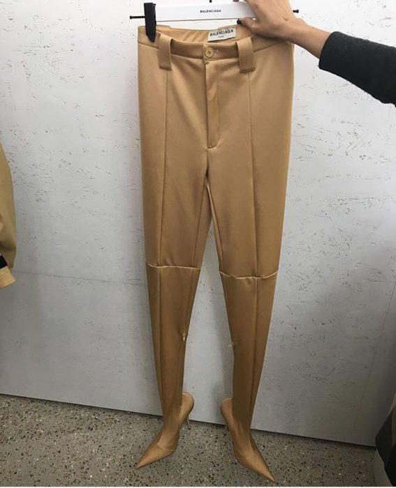 pantalones con botas incluidas