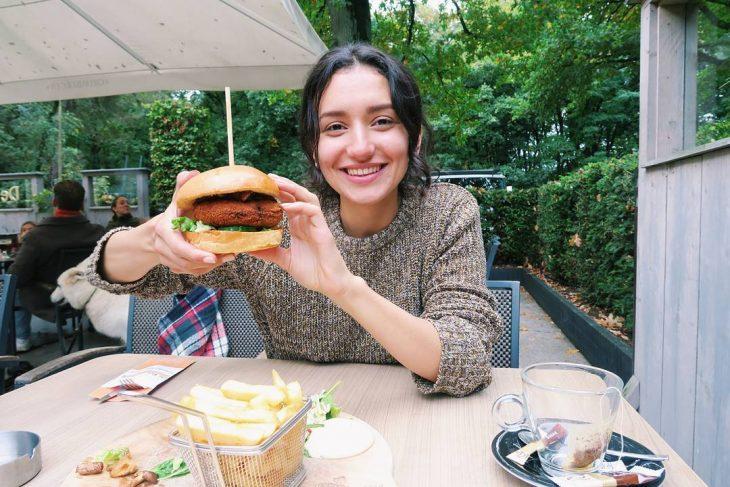 chica vegana come carne recreoviral.com