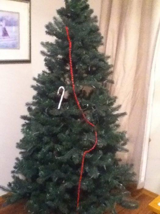árbol mal adornado