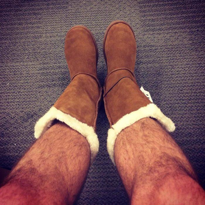 piernas peludas con botas