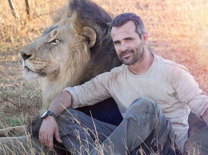 kevin y un león