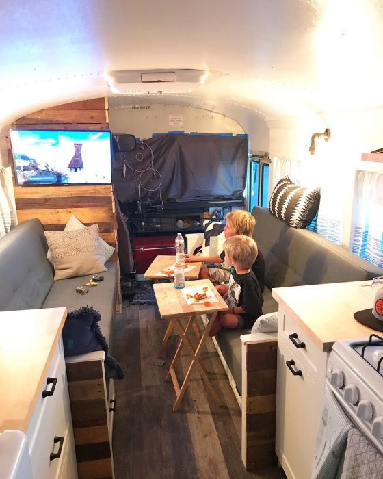 televisión en un camión