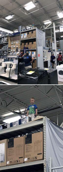 niño arriba de un almacén
