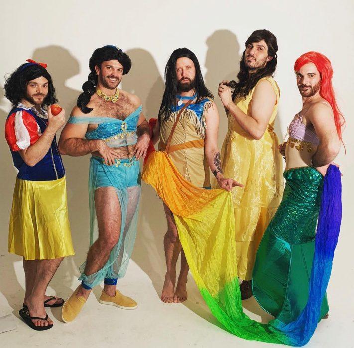 hombres disfrazados de princesas