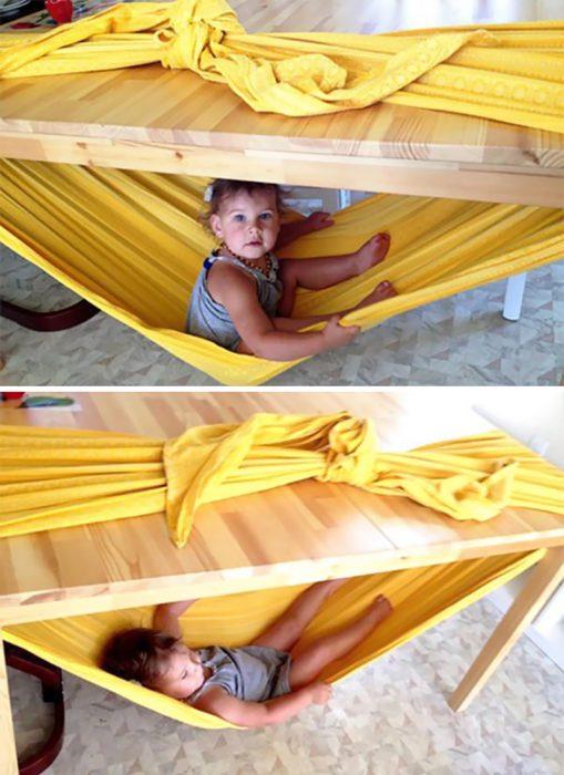hamacas debajo de las mesas