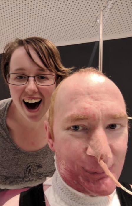 hombre y mujer, etapa terminal de cáncer