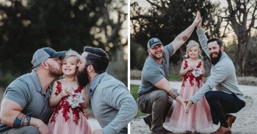 Cover Dos padres y su hija hacen una sesión de fotos adorable, pero no son una pareja del mismo sexo