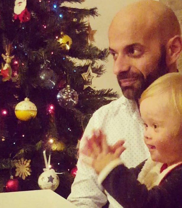 arbolito de navidad, padre e hija