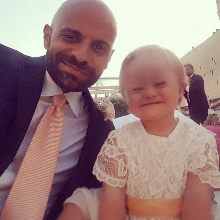 papá e hija con síndrome de down