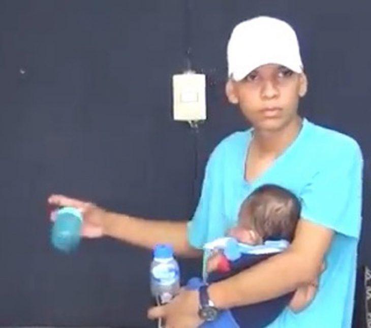 hombre con bebé