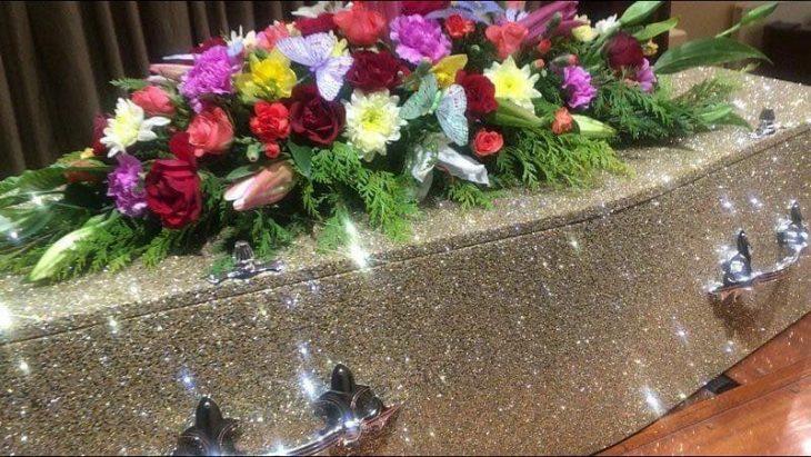 ataúd con glitter