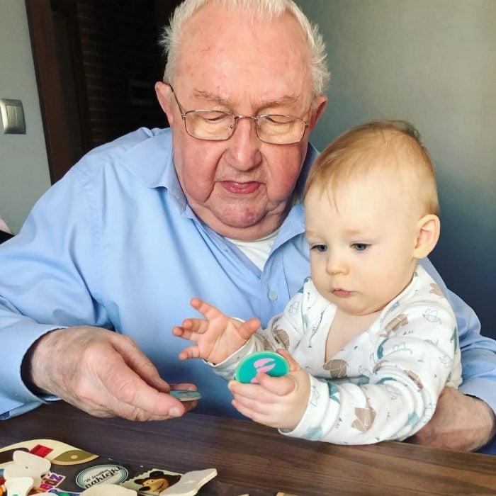 abuelito y bebé