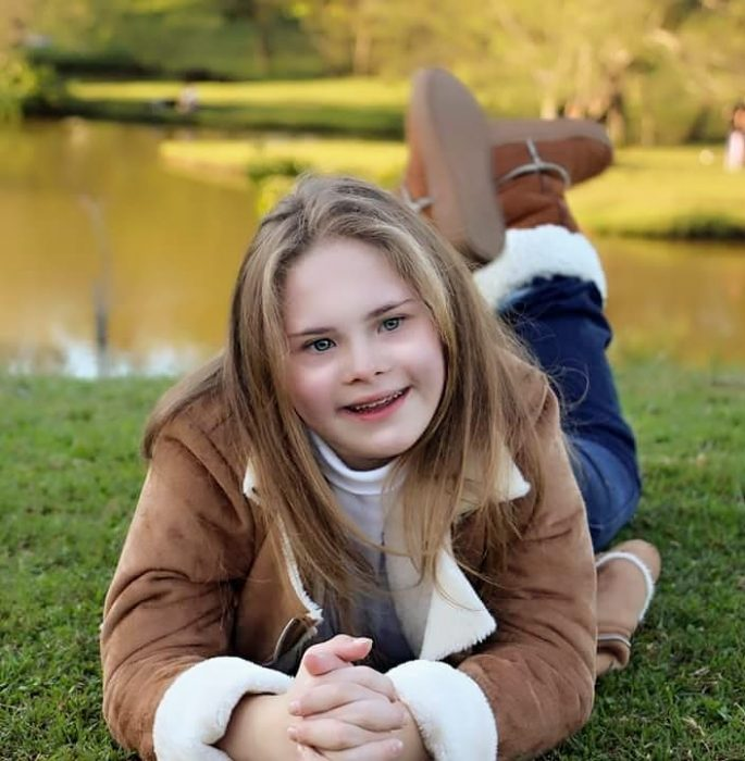 niña en el parque