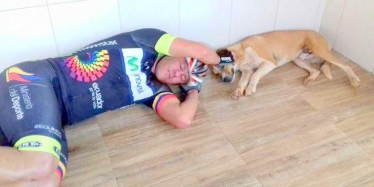 ciclista rescata perro