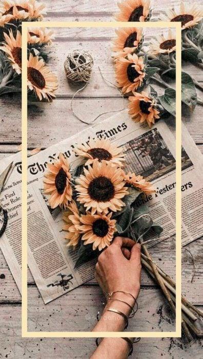 flores y periódico