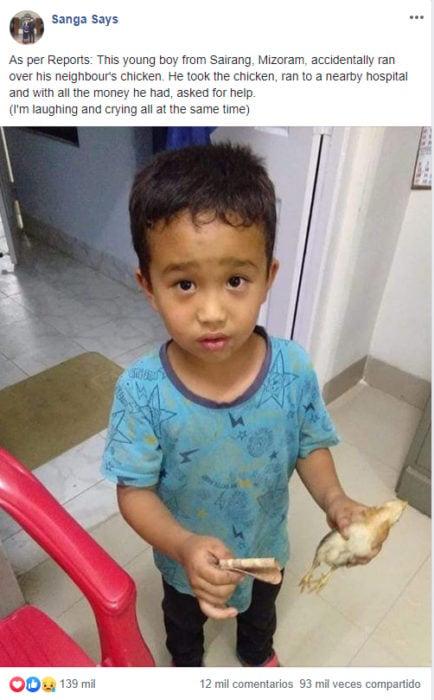 Niño lleva a pollito al veterianrio