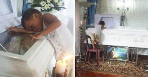 Desgarrador; niño de 5 años se niega a separarse del ataúd de su madre
